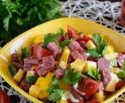 салаты с колбасой ветчиной