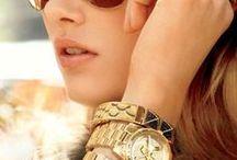 GOLD bags : : LAS AZAFATAS® / Ésta es una colección exclusiva de las fotos que nos inspiran en la moda de bolsos y carteras de color DORADO : : LOOKBOOK