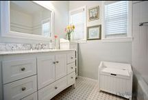 Bathroom Design 29 / A traditional gray and white beach cottage style bathroom.
