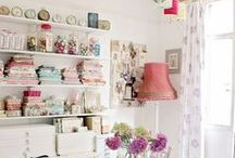 ✿❀ Floral Home ✿❀ / Floral home décor, interior design, floral décor, vintage décor, floral home, vintage home, shabby chic, interiors, country cottage, English farmhouse, chintz, traditional home, pastel home decor