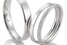 Trauringe mit Verlobungsring / Trauringe mit passendem Verlobungsring. Trauringset, dabei wird der Verlobungsring als Vorsteckring zum Ehering getragen.
