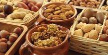 Pflanzen: Nüsse (Gemischt / Mixed) / Nüsse / Nuts ~~~ Nussfrucht / Nut Fruit ~~~ Nuss / Nut