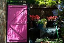 Painted doors in the garden / Color changes everything in the garden.