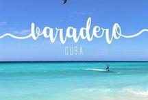 Varadero | Cuba / Um dos destinos mais procurados por quem chega a Cuba, esse balneário fica a apenas duas horas de Havana. Mesmo com fama de esnobe, a cidade me surpreendeu, não só pelo fato de não ser tão elitista assim, mas pela beleza surreal de seu mar.  A cidade é uma península cercada por praias, e tem mais: todas elas são públicas, mesmo aquelas que ficam em frente aos grandes resorts, e a beleza de cada uma é tanta que seu tempo aqui não pode ser pouco: eu sugiro ficar, pelo menos, três dias.