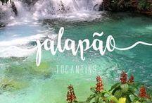 Jalapão | Tocantins / O Jalapão é uma região de exuberante beleza natural no interior do Tocantins, já na divisa com os estados da Bahia, do Piauí e do Maranhão. Oficialmente estabelecido como Parque Estadual em 2001, nos últimos anos, ele tem ganhado fama entre viajantes que admiram a natureza em seu estado mais bruto e sem muita interferência humana.  O coração do deserto brasileiro, como também é conhecido, tem 34 mil quilômetros quadrados e abrange terras nos municípios de quatro municípios.
