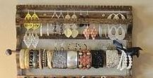 DIY Jewellery display boards / Great ideas for storing and displaying jewellery including necklaces, bracelets, earrings, and hair accessories.