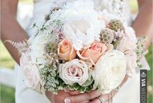Bouquets & Centerpieces / Flowers / by Candis Hudson