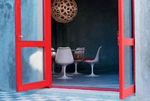 Vivid RED / Red is a powerful colour. You can use it to give life to your home by adding red details, or being very brave and cover a wall with red.