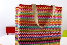 Bolsas / Bolsas, carteiras, mochilas, tutoriais, inspirações Bags, purses, wallets, patterns. / by Danni Ribeiro