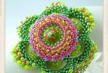 Beautiful beadwork / A collection of beadwork by excellent beaders from around the world