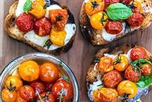 Crostini / Recipe ideas and inspiration for toast with toppings both savory and sweet. Delicious snacking ideas for your next party.