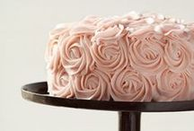 Pretty Cakes / Cake decorating. / by Nekelle Holmes