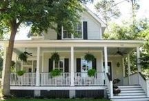 Cottage floor plans and exterior style / by Alyssa Mintus