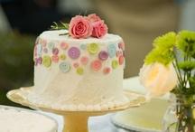 Cakes: Beautiful Buttons / by Lauren Schultz