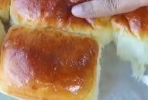 Ricette da provare /  Panini al latte scremato in polvere morbidissimi  Ingredienti   120 ml di  acqua 1 cucchiaino di lievito di birra secco in polvere 3 cucchiaini di zucchero 3/4 sale fino  4 cucchiai di latte in polvere  42 gr di burro morbido  1 uovo grande più un uovo per spennellare la superficie  250 gr farina 00 io ho diviso a metà con Manitoba   Esecuzione   Mettere nel boccale acqua zucchero lievito 1 min 37° vel 4 aggiungere  l'uovo 1 min vel 4 aggiungere il latte in polvere scremato per dolci   250 gr di farina bianca modalità spiga 3 min , riavviare sempre con spiga aggiungere il burro a pezzetti è il sale  risulterà un'impasto appiccicoso, lavorare fino a completo assorbimento, formare un panetto fino a diventare un'impasto morbido ed elastico. Spennellare una ciotola con dell'olio e mettere l'impasto , coprire con la pellicola e lasciare lievitare fino al raddoppio. Sgonfiare l'impasto, formare un panetto allungato e dividere in 9 pezzi , schiacciare sogni singolo pezzo con il mattarello, poi arrotolarlo e mettere su una placca rivestita con carta forno ben distanziati tra loro,  e lasciare lievitare fino al raddoppio. Spennellare con tuorlo d'uovo e infornare a 175° per 15/ 20 minuti
