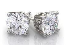 April Diamond Birthstone / What a wonderful month to be born! Diamond is the traditional birthstone of April. The world's most popular gemstone and the world's hardest material make sparkling, brilliant and timeless jewelry. It has generally been associated with heroic qualities such as courage and strength.