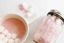 Leckere Geschenke / Geschenke aus der Küche kommen immer gut an. Hier findet ihr Ideen für selbstgemachte Pralinen, Kuchen, Cakepops, Tee und mehr.