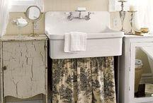 Beautiful Bathrooms / by Amanda Barnett