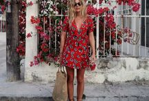 Travel Fashion / There's nothing I like more than cute floral dresses, comfortable sandals and over-sized bags to cram all my necessities in.
