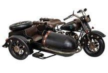 Modellmotorrad - Motorbike & Motorcycle / Motorrad-fans aufgepasst! Dieses Modellmotorrad und viele weitere Motorradmodelle sind in unserem Aubaho- Shop erhältlich. Eine dekorative Arbeit im antiken Stil. Das Motorrad dient zum Sammeln und verspricht einen zauberhaften Blickfang im Regal, Zimmer oder im Haus. Ein ideales Geschenk! #werbung #aubaho #motorrad #modellmotorrad #dekoration #motobike #decoration #auktionshausbadhomburg #antik #vintage #antique #nostalgie #art #living #home #motocycle #diyaubaho #design #modelmotobike #moto