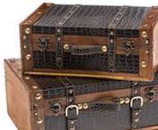 Koffer, Truhe & Box - Suitcase, Chest & Box / Perfekt für die Ordnung! Wunderschönes massives Kofferset bzw Truhenset nach altem Vorbild aus Holz und Kunstleder hergestellt. Ideal für einen Hut, Kosmetik, Schmuck oder Tücher & aufgrund des antiken Aussehens ein einzigartiger Hingucker! Ideal als Geschenk! #werbung #aubaho #auktionshausbadhomburg #box #truhe #hut #koffer #suitcase #chest #antik #antique #design #dekoration #deco #art #home #living #ordnung #shopping #kunst #haus #vintage #geschenk #idee #beautiful #nostalgie