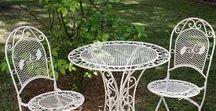 Gartengarnitur - Gartenset | Gartentisch und Gartenstühle - Gartenset / Wunderschöne Gartengarnitur aus Eisen im Antik-Stil hergestellt. Die Stühle sind kalppbar. Die Gartenmöbel sind Ideal für Garten,Terrasse, Balkon oder auch drinnen als Bistroset. Mehr Informationen findet Ihr in unserem Shop. Gartentisch Gartenstuhl. #werbung #aubaho #garten #desk #garden #bench #chair #stuhl #tisch #auktionshausbadhomburg