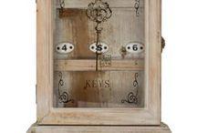 Schlüsselkasten & Schlüsselbox - Key Case & Box / Wunderschöner massiver Schlüsselkasten & Schlüsselbox nach altem Vorbild hergestellt. Wie auf den Fotos zu sehen, eine hochwertige und dekorative Arbeit im modernen Stil. Ein wunderschöner Blickfang! In unserem Shop! #werbung #aubaho #auktionshausbadhomburg #antik #antique #detail #art #kunst #key #schlüssel #keybox #schlüsselbox #kasten #box #hidden #interior #entrance #eingang #flur #schrank #schlüsselschrank #dekoration #decoration #home #living #ordnung #versteck #buch #hiddenbox #schatulle