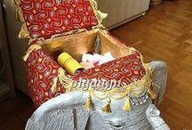 Пуфы, стулья, полки.