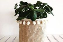 Pompoms In The House | DIY Home Decor / DIY pompom interior projects. DIY home decor - pompom rug, pompom wreath, pompom blanket, pompom planter...
