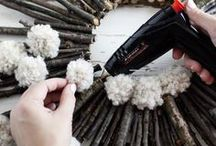 Celebrate with Pompoms / DIY holiday decorations, holiday DIY gift ideas and kids projects with pompoms! Seasonal pompom inspirations and tutorials.