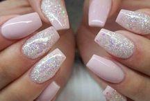 N A I L S / Pretty manicures