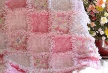 Quilts, Blankets and Pillows / by Lynn Benincasa