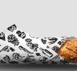 Punk Bach / Desarrollo de la identidad del restaurante, a base de composiciones tipográficas en blanco y negro e ilustraciones.  Partiendo de un naming que conceptualmente genera una serie de contrastes y paralelismos, se desarrolla toda su gráfica – cartas, tapetes, etiquetas de vino y cerveza, posavasos, packaging take away, piezas de comunicación, etc.