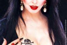 Elvira & Horror Stuff