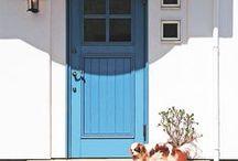 ヨーロピアン風の玄関ドア / おしゃれで洗練された木製の玄関ドアをご紹介しています。