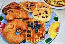 Breakfast + Brunch Recipes / Delicious breakfast and brunch recipes to help you start your day off right.  Try a different spin on eggs, bacon, sausage, bagels, and more!  www.amotherworld.com