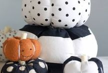 DIY Halloween / Easy DIY Halloween projects that can be made quickly with a few materials.