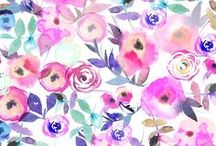 Hand Painted Florals | Flowers Painted with Watercolor, Acrylic, and Oils / Hand painted floral designs on fabric, wallpaper, and gift wrap. These designers use watercolor, acrylic, and oils to create beautiful floral patterns. Floral designs are perfect for home decor, gifts, wedding decor, and your DIY wardrobe! Each pattern is handmade by indie designers who create everything from bold black and white florals to pale watercolor florals. #watercolor #watercolorfloral #paint #painter #floral #flowers #bouquet #watercolorpaint #design