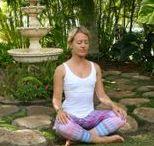 Chakra Healing / Die Chakren oder Chakras sind unsere Lebensadern. Durch unsere Chakren fließt unsere Lebensenergie, die wir gezielt heilen und nutzen können. Ich liebe Chakra Healing und zeige dir hier meine schönsten Tipps und Übungen!