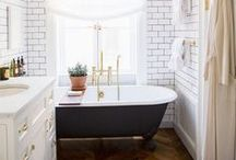 Home: Bathroom / These bathrooms make us want to get clean more often! Tiling, bathtubs, organization and fluffy towels