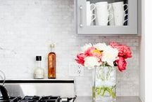 Kitchen Islands / http://www.janinefenelon.co.nz/images/home-page.jpg
