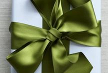 Wrap It Up! / Tips and tricks for turning gift wrapping in to a visual treat!