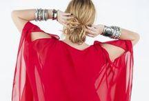 RED IN LOVE / Le rouge, c'est sans conteste LA couleur phare du moment. Exit la grisaille et la morosité. Place au glamour et à la sensualité. Le rouge met le feu à notre dressing... et électrise tout sur son passage !