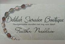 Feather necklace / Veren ketting / Handgemaakte kettingen verkrijgbaar bij Delilah Sieraden Boutique. Necklaces handmade by Delilah Sieraden Boutique. https://www.oorbellenboutique.nl
