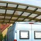 Wiaty garażowe bez pozwolenia / Carport Planet specjalizuje się w produkcji wiat garażowych. Oferujemy wykonanie projektów zadaszeń, które będą odpowiedzią na Państwa potrzeby. Nasze produkty łączą w sobie wysoką estetykę drewna klejonego z nowoczesnym designem poliwęglanu.