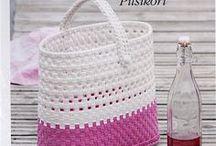 Basket weawing / Punottuja koreja ja muita punomalla tehtyjä esineitä