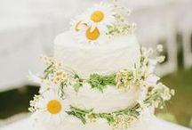 Daisy Wedding Ideas / We love the beauty of a summer daisy for a wedding theme