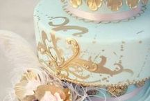 Mint and Gold Wedding Ideas / A diverse wedding theme - from regal to oh so pretty.