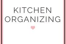 Kitchen - Organizing / Great ideas for all of us who dream about having an organized kitchen! Organized pantry, organized kitchen shelves, organized fridge, storage labels, jar labels, kitchen storage.