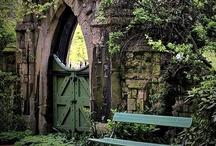 Each Door is a New Beginning / Images of interesting and beautiful doors.
